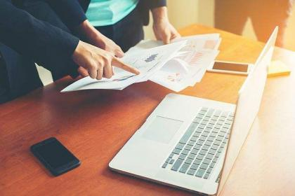 企业网站运营不应盲目追求与企业社交媒体运营的同步与协同作用